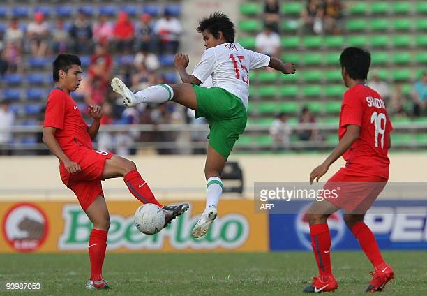 Singapore's Mohammad Shaiful bin Esah Nain fights for the ball with Indonesia's Egimel Giansyah during their football match at the 25th Southeast...