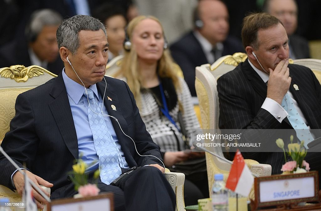 Singapore's President Lee Hsien Loong (L) and New Zealand's Prime Minister John Key (R) attend the Association of Southeast Asian Nations (ASEAN) Global Dialogue meeting as part of the ASEAN and related summits in Phnom-Penh on November 20, 2012. Asian leaders feuded over how to handle tense maritime territorial disputes with China, overshadowing talks at a regional summit meant to strengthen trade and political ties. AFP PHOTO/Christophe ARCHAMBAULT