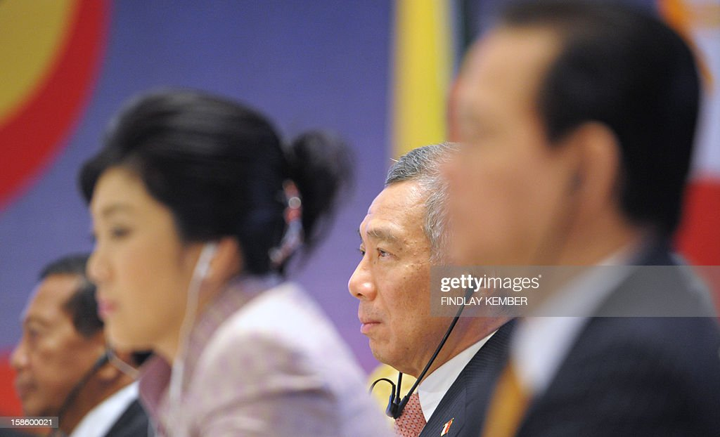 Singapore's President Lee Hsien Loong (2R), Thai Prime Minister Yingluck Shinawatra (2L), Vietnam's Prime Minister Nguyen Tan Dung (R) and Philippines Vice-President Jejomar Binay (L) look on during The ASEAN-India Commemorative Summit in New Delhi on December 20, 2012. Leaders from The Association of South-East Asian Nations are in the Indian capital for a two day summit. AFP PHOTO/Findlay KEMBER