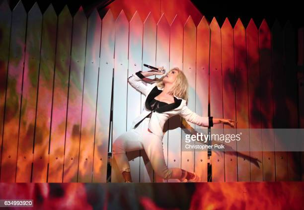Singe Katy Perry during The 59th GRAMMY Awards at STAPLES Center on February 12 2017 in Los Angeles California