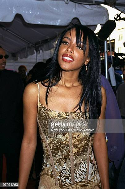 Singer Aaliyah arrives at The Theater at Madison Square Garden for the Essence Awards 2001