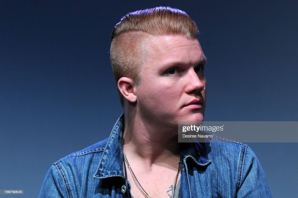 Singer <a gi-track='captionPersonalityLinkClicked' href=/galleries/search?phrase=Aaron+Gillespie&family=editorial&specificpeople=538897 ng-click='$event.stopPropagation()'>Aaron Gillespie</a> of The Almost attends Meet The Musicians at the Apple Store Soho on January 19, 2013 in New York City.