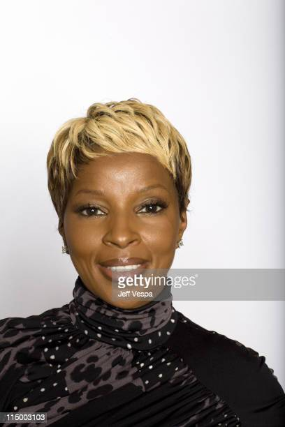 Singer/ actress Mary J Blige poses at a portrait session