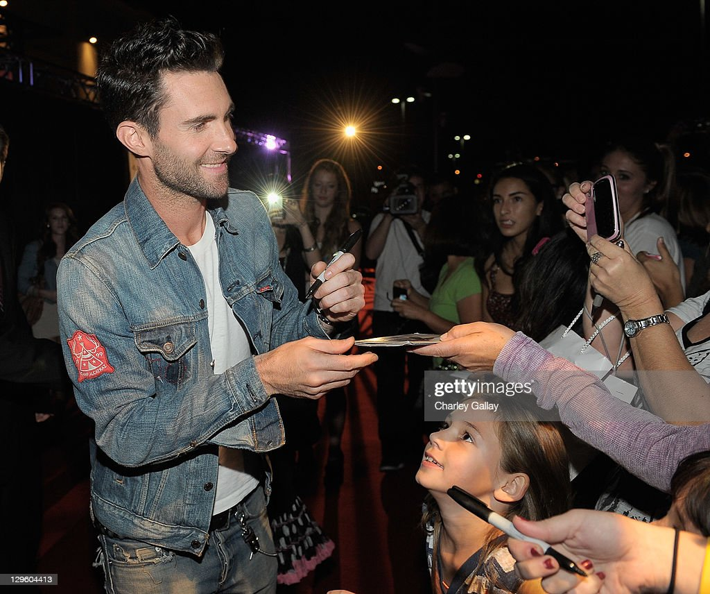 Singer <a gi-track='captionPersonalityLinkClicked' href=/galleries/search?phrase=Adam+Levine+-+Singer&family=editorial&specificpeople=202962 ng-click='$event.stopPropagation()'>Adam Levine</a> attends the grand opening of M. Fredric at Westfield Valencia Town Center on October 18, 2011 in Valencia, California.