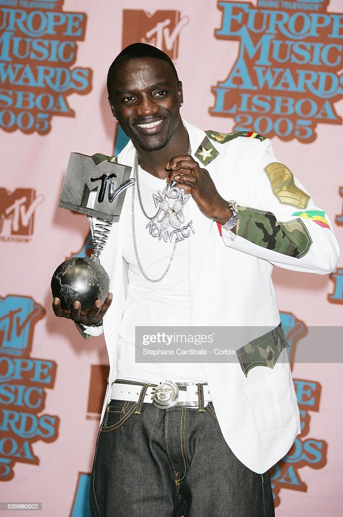 Singer Akon in the press room with his award at the 12th annual MTV Europe Music Awards 2005 held at the Atlantic Pavilion in Lisbon.