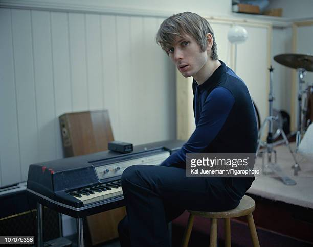 Singer Alex Kapranos of Franz Ferdinand poses for Madame Figaro in Glasgow Scotland in 2006 Figaro ID 069752022 Outfit by Balenciaga by Nicolas...