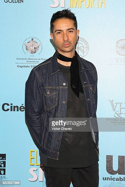 Singer Alfonso Pichardo of Moenia attends the 'El Tamano Si Importa' Mexico City premiere red carpet at Cinepolis Oasis Coyoacan on January 24 2017...