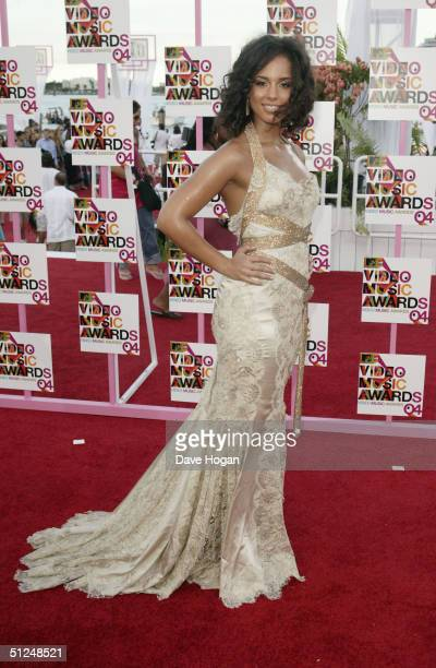 Singer Alicia Keys arrives at the 2004 MTV Video Music Awards at the American Airlines Arena August 29 2004 in Miami Florida