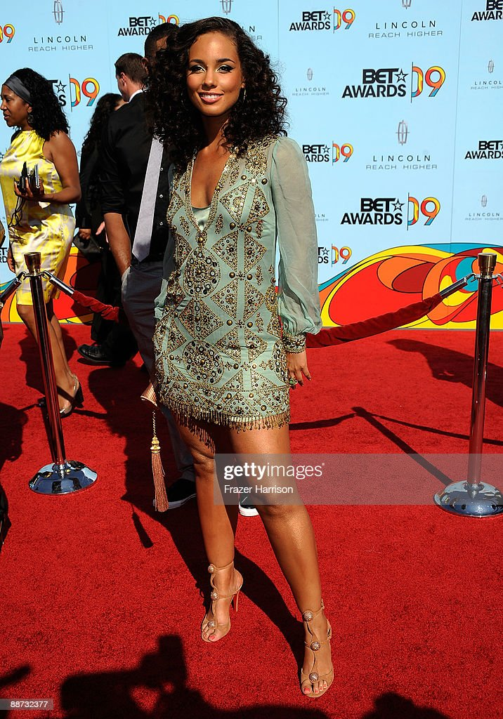 Singer <a gi-track='captionPersonalityLinkClicked' href=/galleries/search?phrase=Alicia+Keys&family=editorial&specificpeople=169877 ng-click='$event.stopPropagation()'>Alicia Keys</a> arrives at the 2009 BET Awards held at the Shrine Auditorium on June 28, 2009 in Los Angeles, California.