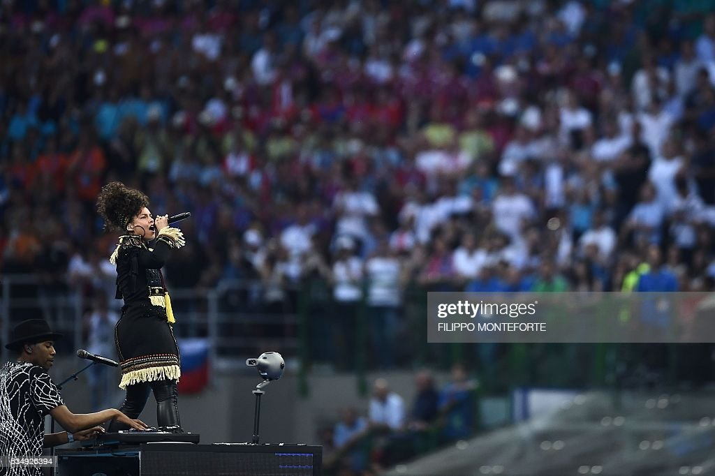 US singer Alicia Keys performs ahead of the start of the UEFA Champions League final football match between Real Madrid and Atletico Madrid at San Siro Stadium in Milan, on May 28, 2016. / AFP / FILIPPO