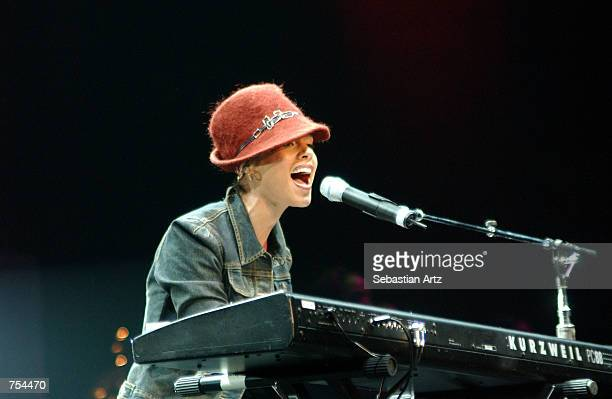 Singer Alicia Keys performs at KIISFM's 'Jingle Ball 2001' December 19 2001 in Los Angeles CA