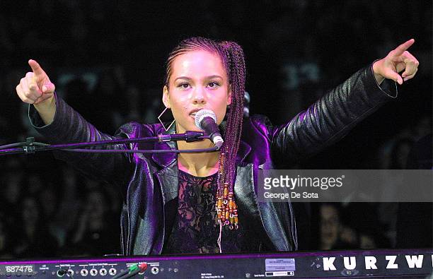 Singer Alicia Keys performs at the Z100 Jingle Ball December 13 2001 at Madison Square Garden New York City