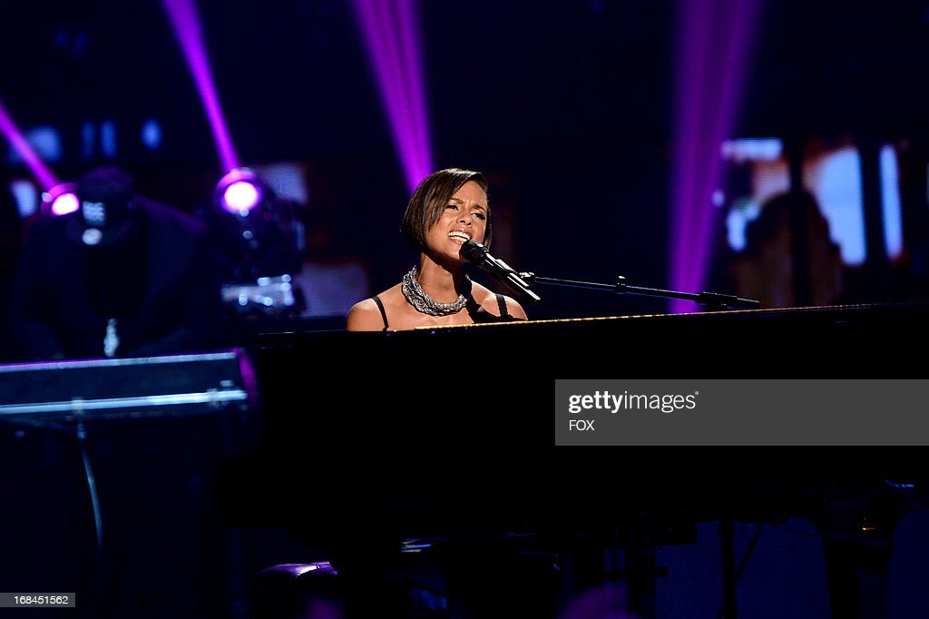 Singer Alicia Keys performs onstage at FOX's 'American Idol' Season 12 Top 3 to 2 Live Elimination Show on May 9, 2013 in Hollywood, California.
