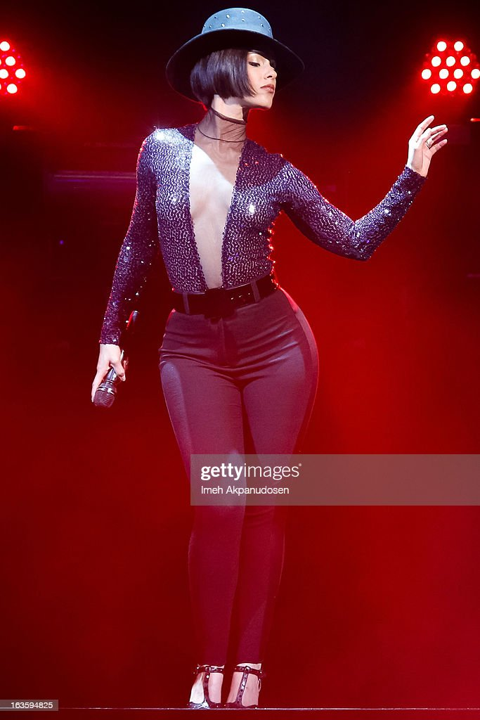 Singer <a gi-track='captionPersonalityLinkClicked' href=/galleries/search?phrase=Alicia+Keys&family=editorial&specificpeople=169877 ng-click='$event.stopPropagation()'>Alicia Keys</a> performs onstage at Staples Center on March 12, 2013 in Los Angeles, California.