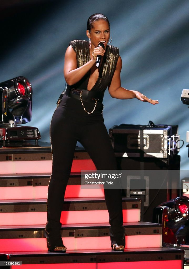 Singer <a gi-track='captionPersonalityLinkClicked' href=/galleries/search?phrase=Alicia+Keys&family=editorial&specificpeople=169877 ng-click='$event.stopPropagation()'>Alicia Keys</a> performs onstage during the 2012 MTV Video Music Awards at Staples Center on September 6, 2012 in Los Angeles, California.