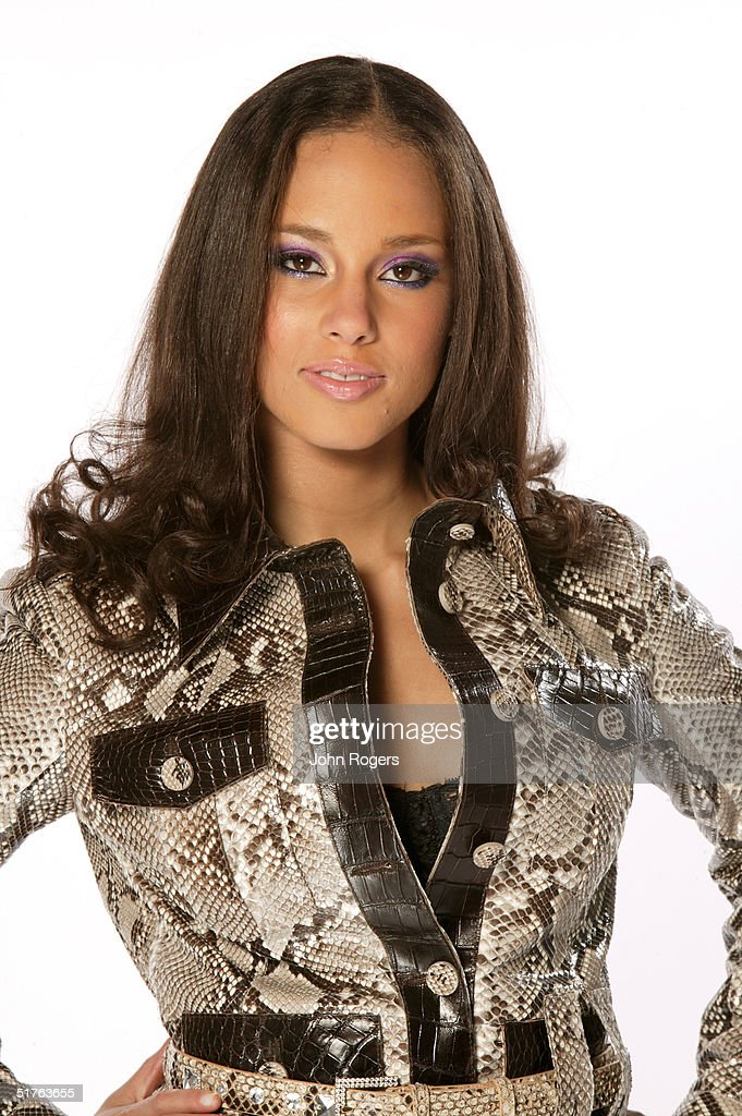 Singer Alicia Keys poses for a studio portrait during the MTV Europe Music Awards 2004 at Tol di Valle November 18 2004 in Rome Italy