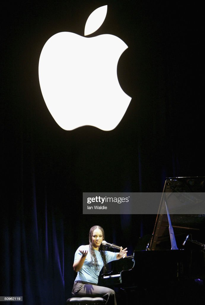 R&B singer <a gi-track='captionPersonalityLinkClicked' href=/galleries/search?phrase=Alicia+Keys&family=editorial&specificpeople=169877 ng-click='$event.stopPropagation()'>Alicia Keys</a> sings a song at the launch of iTunes Music Store in the territories of Great Britain, Germany and France, on June 15, 2004 in London. The iTunes store allows users to buy and download albums or individual songs from a library of 700,000 songs.