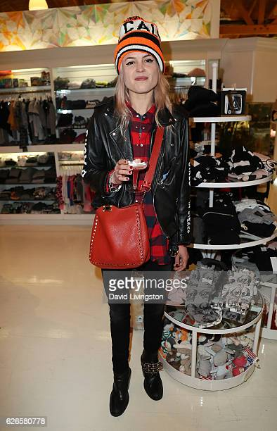 Singer Alison Mosshart of The Kills attends Artists with Animals at RonRobinson on November 29 2016 in Santa Monica California