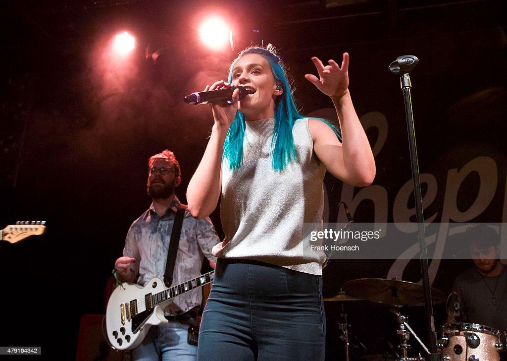 Sheppard Perform In Berlin