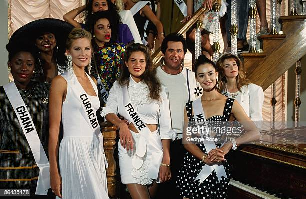 Singer and actor Wayne Newton poses with several Miss Universe contestants in his living room during a 1991 Las Vegas Nevada tour of his suburban home