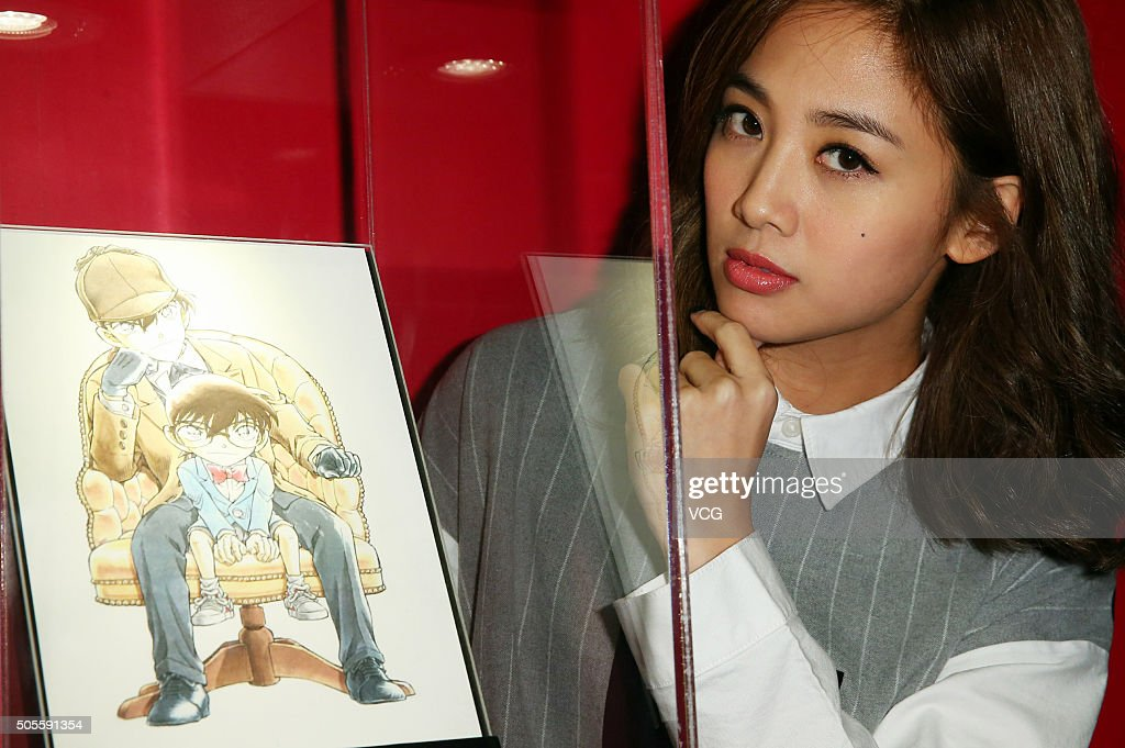 Singer and actress Gui Gui (aka <b>Emma Wu</b> Ying Chieh) poses with a drawing - singer-and-actress-gui-gui-poses-with-a-drawing-of-conan-in-the-of-picture-id505591354