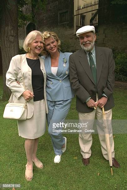 Singer and actress Jeane Manson with her parents