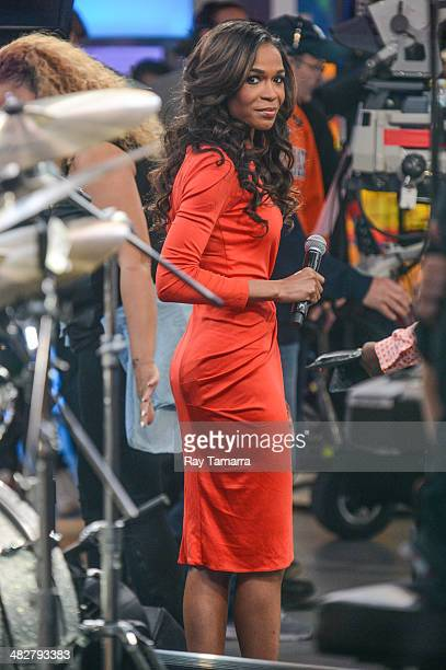 Singer and actress Michelle Williams performs at 'Good Morning America' at the ABC Times Square Studios on April 4 2014 in New York City