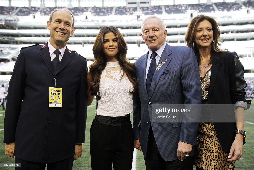 Singer and actress <a gi-track='captionPersonalityLinkClicked' href=/galleries/search?phrase=Selena+Gomez&family=editorial&specificpeople=4295969 ng-click='$event.stopPropagation()'>Selena Gomez</a> poses alongside Dallas Cowboys owner jerry Jones, Dallas Cowboys Chief Brand Officer, Charlotte Jones Anderson, and Salvation Army Community Relations and Development Secretary, Major Ron Busroe, after announcing she will be the halftime entertainment for the Dallas Cowboys on Thanksgiving day prior to the game at Cowboys Stadium on November 3, 2013 in Arlington, Texas.
