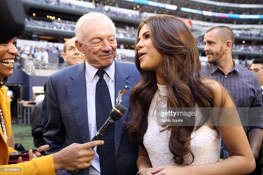 Singer and actress <a gi-track='captionPersonalityLinkClicked' href=/galleries/search?phrase=Selena+Gomez&family=editorial&specificpeople=4295969 ng-click='$event.stopPropagation()'>Selena Gomez</a> talks with Dallas Cowboys team owner <a gi-track='captionPersonalityLinkClicked' href=/galleries/search?phrase=Jerry+Jones+-+American+Football+Team+Owner&family=editorial&specificpeople=11445386 ng-click='$event.stopPropagation()'>Jerry Jones</a> after announcing she will be the halftime entertainment on Thanksgiving day prior to the game at Cowboys Stadium on November 3, 2013 in Arlington, Texas.