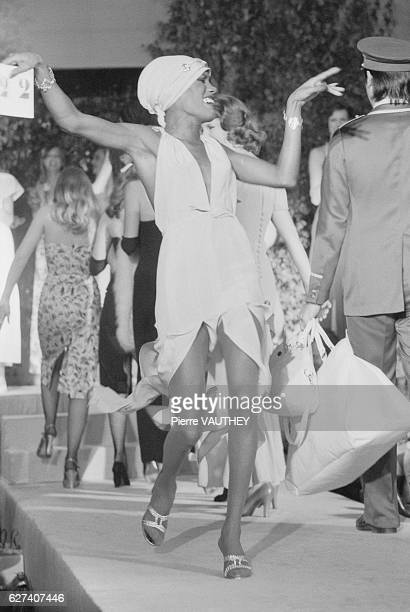Singer and model Grace Jones wears readytowear women's fashions from French fashion house Emmanuelle Khanh during a 1976 SpringSummer fashion show in...