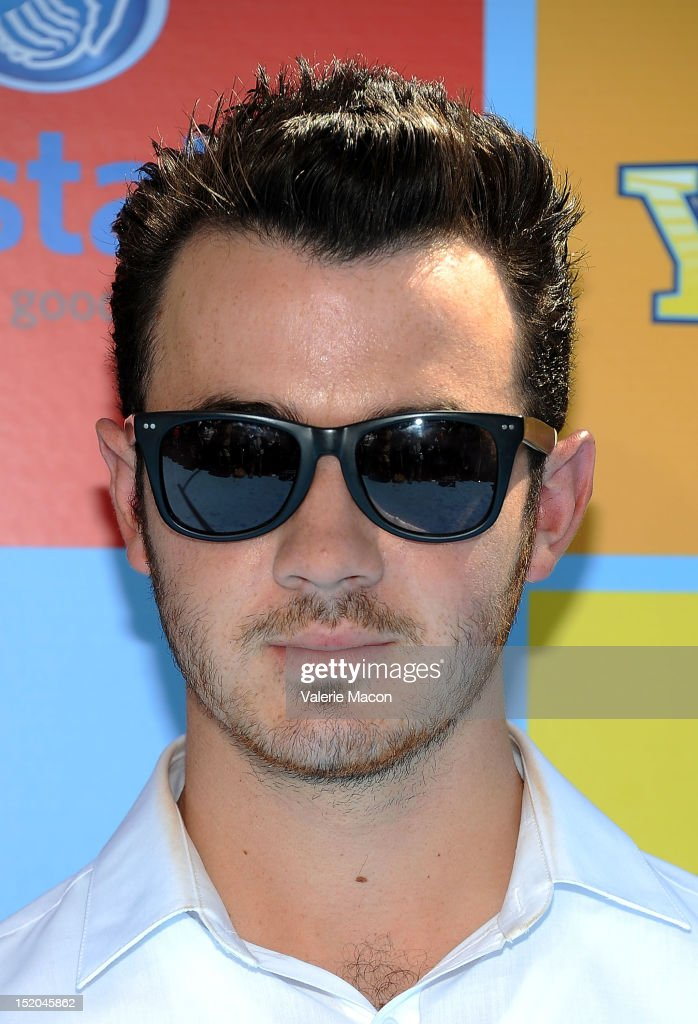Singer and Musician <a gi-track='captionPersonalityLinkClicked' href=/galleries/search?phrase=Kevin+Jonas&family=editorial&specificpeople=709547 ng-click='$event.stopPropagation()'>Kevin Jonas</a> arrives at Variety's 6th Annual Power Of Youth Event at Paramount Studios on September 15, 2012 in Hollywood, California.