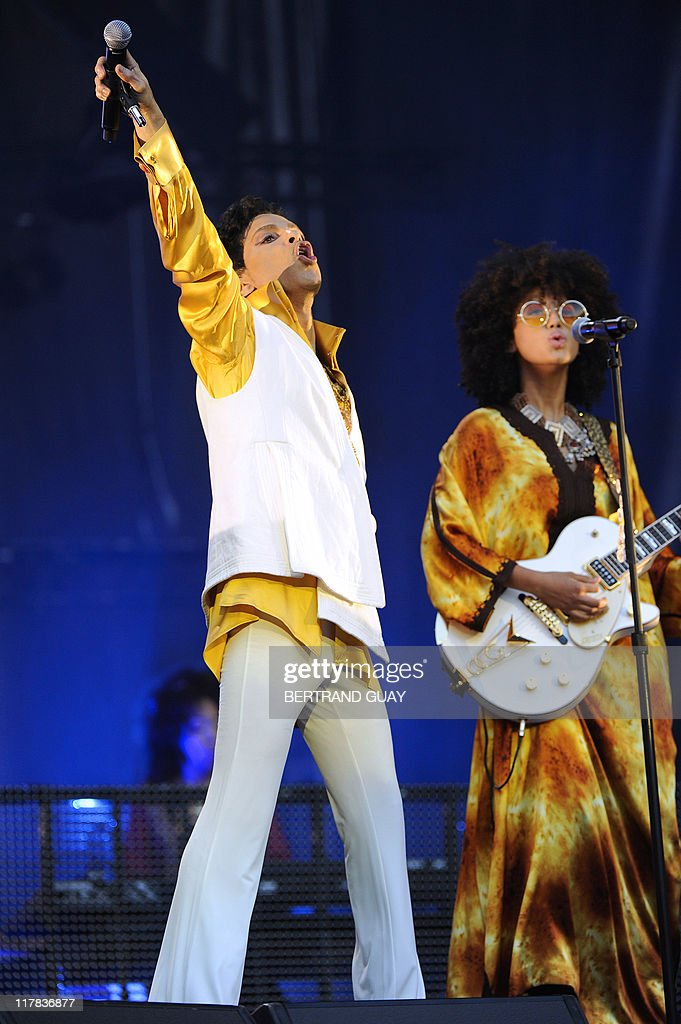 singer-and-musician-prince-and-guitarist-andy-allo-perform-on-stage-picture-id117836877