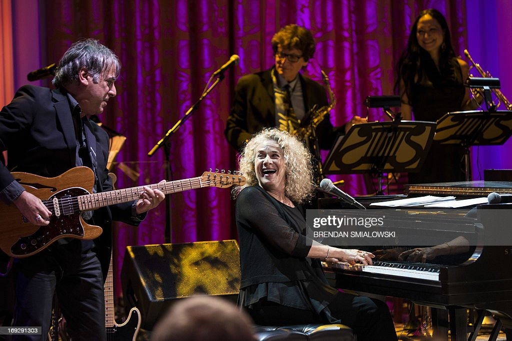 Singer and song writer Carole King speaks during the Gershwin Prize Concert in the East Room of the White House May 22, 2013 in Washington, DC. The Obamas hosted the performance to honor singer and song writer Carole King's Gershwin Prize. AFP PHOTO/Brendan SMIALOWSKI