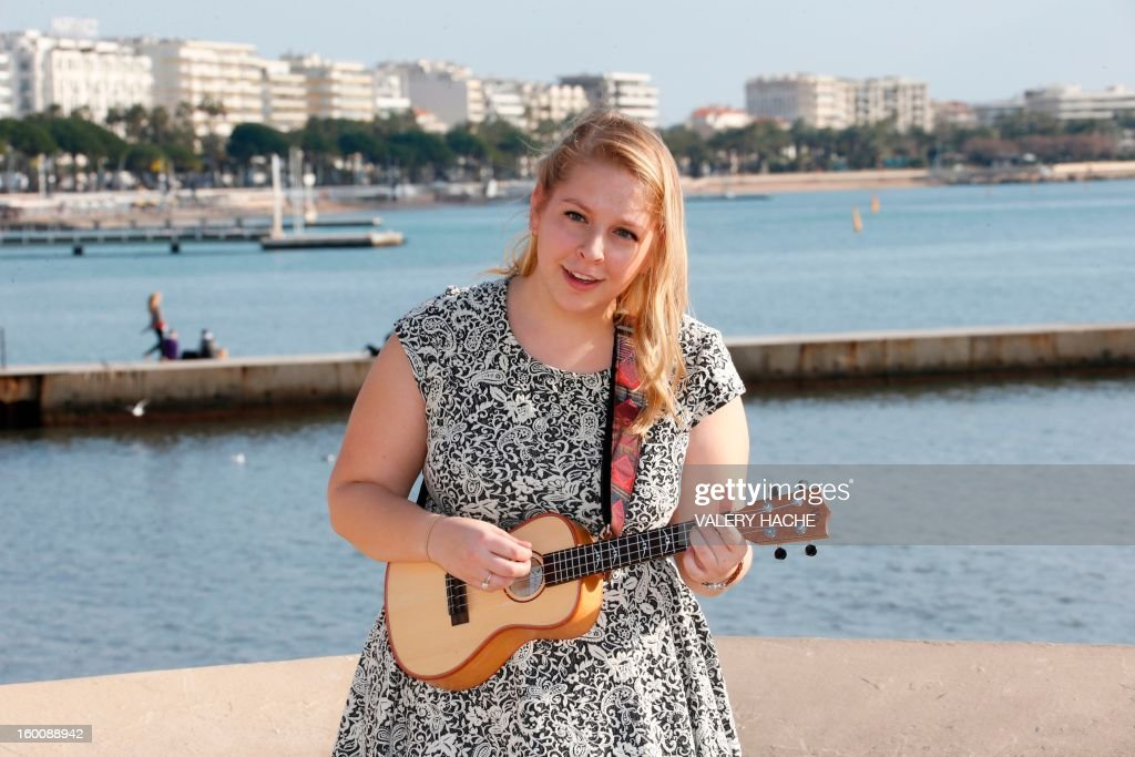 US singer and songwriter Julia Nunes poses during a photocall as part of the music world's largest annual trade fair, Midem on January 26, 2013 in Cannes, southeastern France. The Midem music trade show brings 7,000 of the global industry's biggest players together on the French Riviera for four days. AFP PHOTO / VALERY HACHE