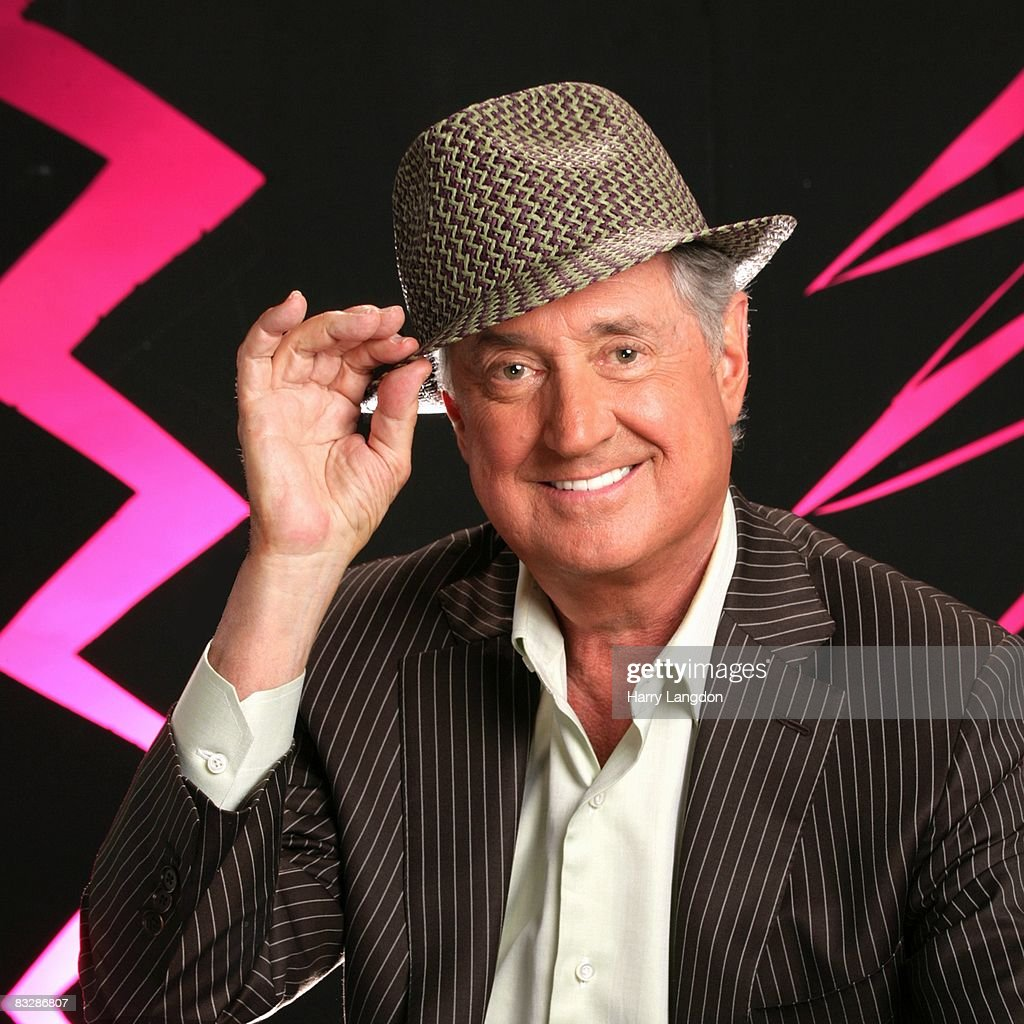 Singer and sonwriter Neil Sedaka poses for a portrait session on October 1, 2007 in Los Angeles, California.