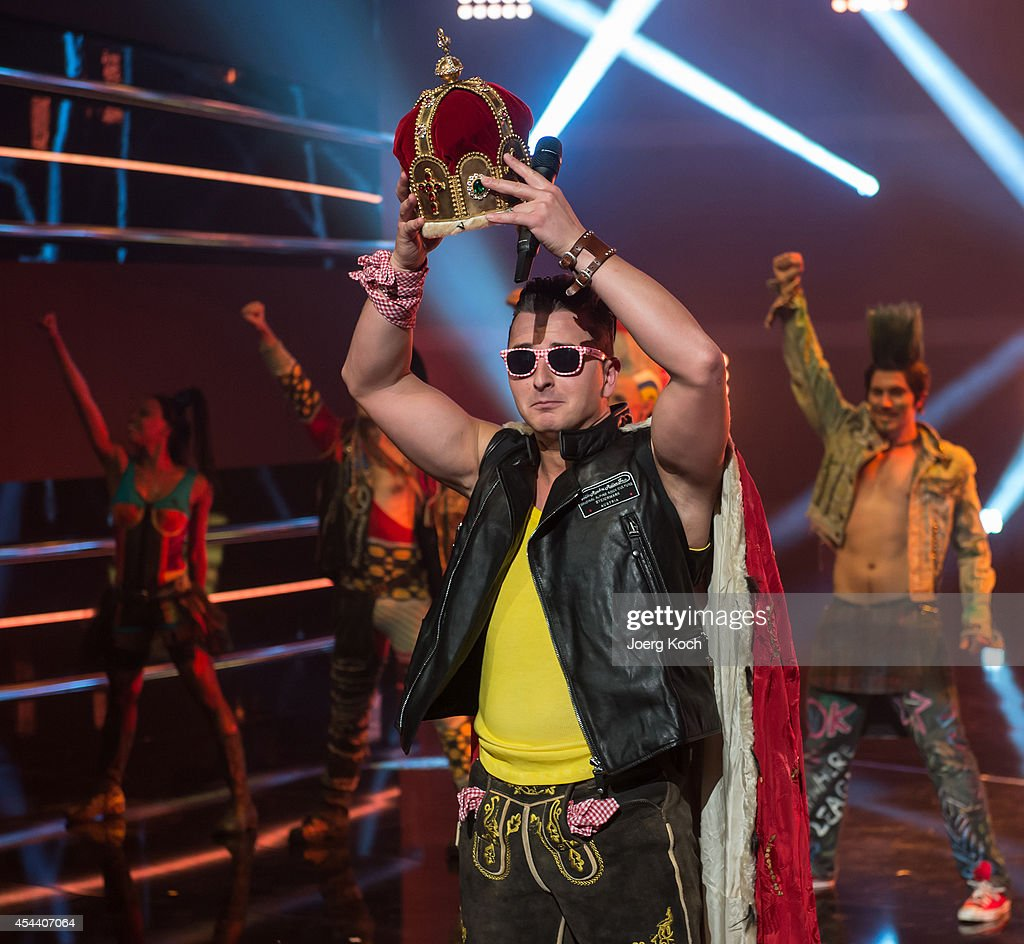 Singer <a gi-track='captionPersonalityLinkClicked' href=/galleries/search?phrase=Andreas+Gabalier&family=editorial&specificpeople=8314066 ng-click='$event.stopPropagation()'>Andreas Gabalier</a> holding a crown performs during the TV-Show 'Gabalier - Die Volks-Rock'n'Roll-Show' on August 30, 2014 in Fuessen, Germany.