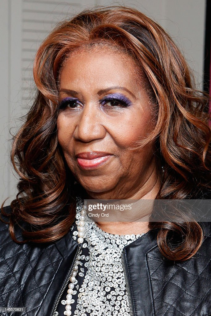 Singer <a gi-track='captionPersonalityLinkClicked' href=/galleries/search?phrase=Aretha+Franklin&family=editorial&specificpeople=210665 ng-click='$event.stopPropagation()'>Aretha Franklin</a> visits the cast backstage prior to attending a performance of 'A Streetcar Named Desire' at The Broadhurst Theatre on June 1, 2012 in New York City.