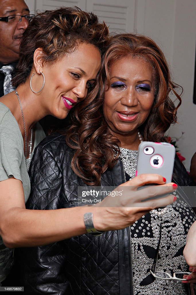 Singer Aretha Franklin (R) visits the cast backstage prior to attending a performance of 'A Streetcar Named Desire' at The Broadhurst Theatre on June 1, 2012 in New York City.