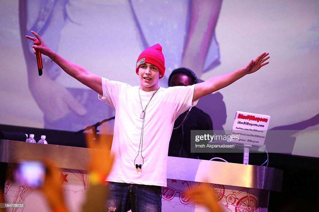 Singer <a gi-track='captionPersonalityLinkClicked' href=/galleries/search?phrase=Austin+Mahone&family=editorial&specificpeople=9429678 ng-click='$event.stopPropagation()'>Austin Mahone</a> performs at Aquafina Launch of FlavorSplash at Sony Pictures Studios on October 15, 2013 in Culver City, California.