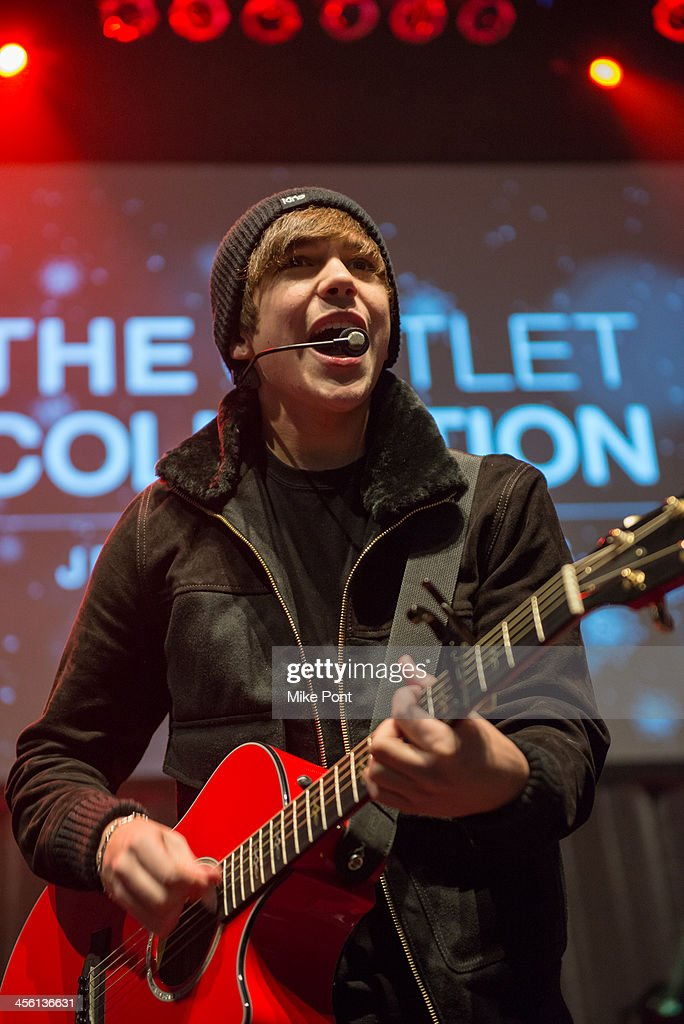 Singer Austin Mahone performs at the Z100 & Coca-Cola All Access Lounge at Hammerstein Ballroom on December 13, 2013 in New York City.