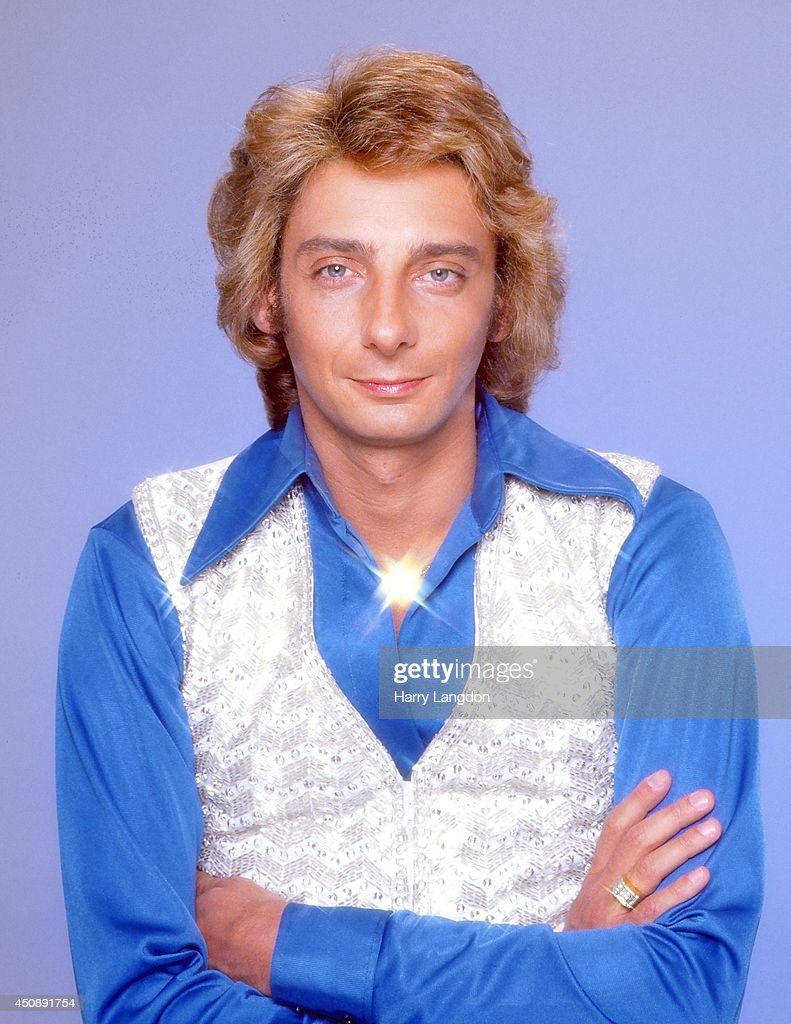 Singer <a gi-track='captionPersonalityLinkClicked' href=/galleries/search?phrase=Barry+Manilow&family=editorial&specificpeople=210534 ng-click='$event.stopPropagation()'>Barry Manilow</a> poses for a portrait in 1983 in Los Angeles, California.