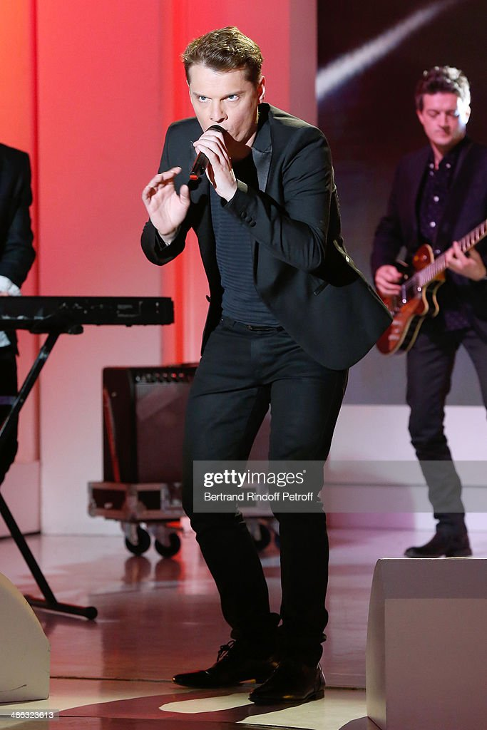Singer <a gi-track='captionPersonalityLinkClicked' href=/galleries/search?phrase=Benabar&family=editorial&specificpeople=549873 ng-click='$event.stopPropagation()'>Benabar</a> performs at the 'Vivement Dimanche' French TV show. Held at Pavillon Gabriel on April 23, 2014 in Paris, France.