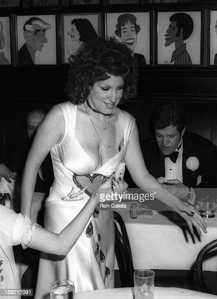 Singer Bette Midler attends 28th Annual Tony Awards on April 21 1974 at the Shubert Theater in New York City