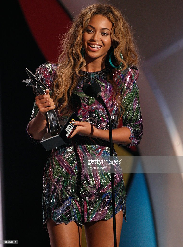 Singer Beyonce accepts the Best Female R&B Artist award onstage during the 2009 BET Awards held at the Shrine Auditorium on June 28, 2009 in Los Angeles, California.