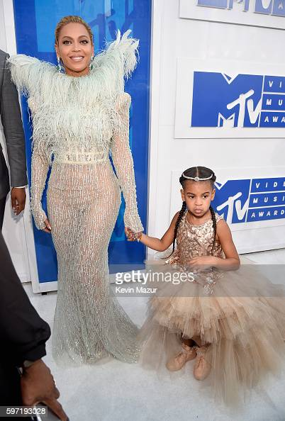 singer-beyonce-and-blue-ivy-carter-attends-the-2016-mtv-video-music-picture-id597193028