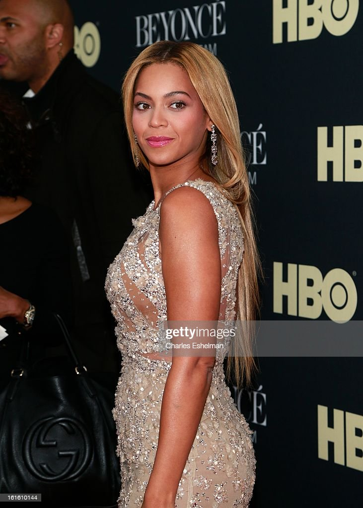 Singer Beyonce arrives at 'Beyonce: Life Is But A Dream' New York Premiere at Ziegfeld Theater on February 12, 2013 in New York City.