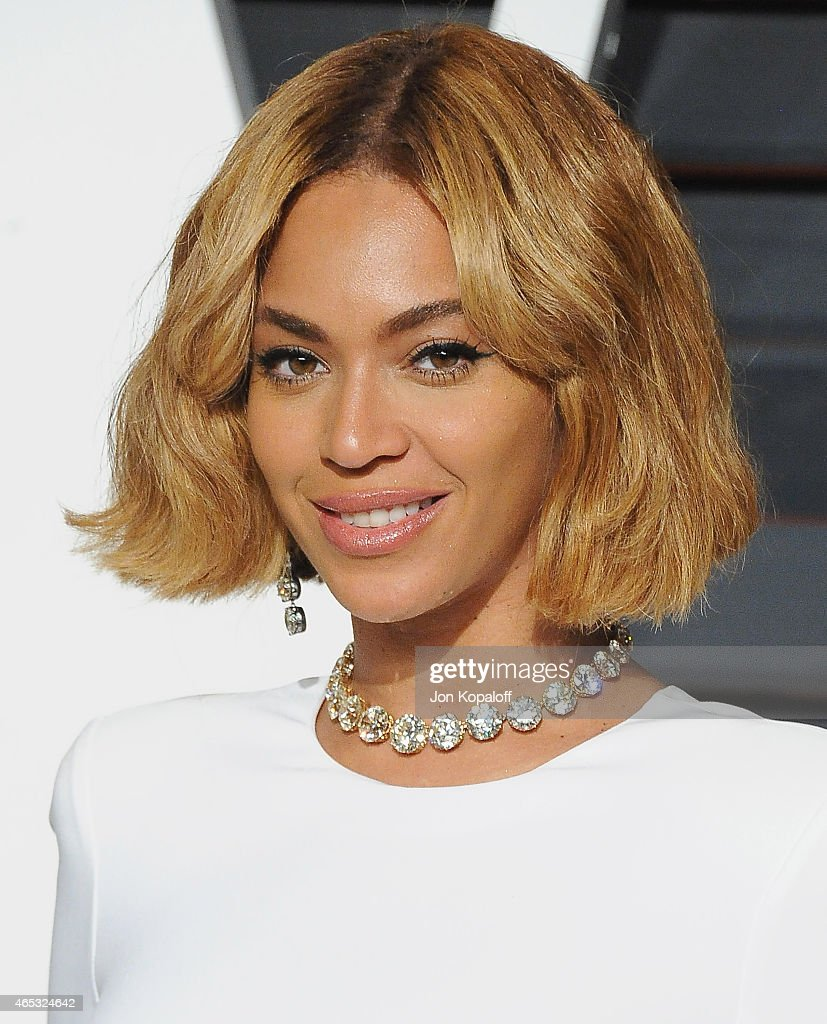 Singer Beyonce arrives at the 2015 Vanity Fair Oscar Party Hosted By Graydon Carter at Wallis Annenberg Center for the Performing Arts on February 22, 2015 in Beverly Hills, California.