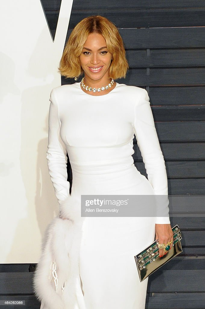 Singer Beyonce attends the 2015 Vanity Fair Oscar Party hosted by Graydon Carter at Wallis Annenberg Center for the Performing Arts on February 22...