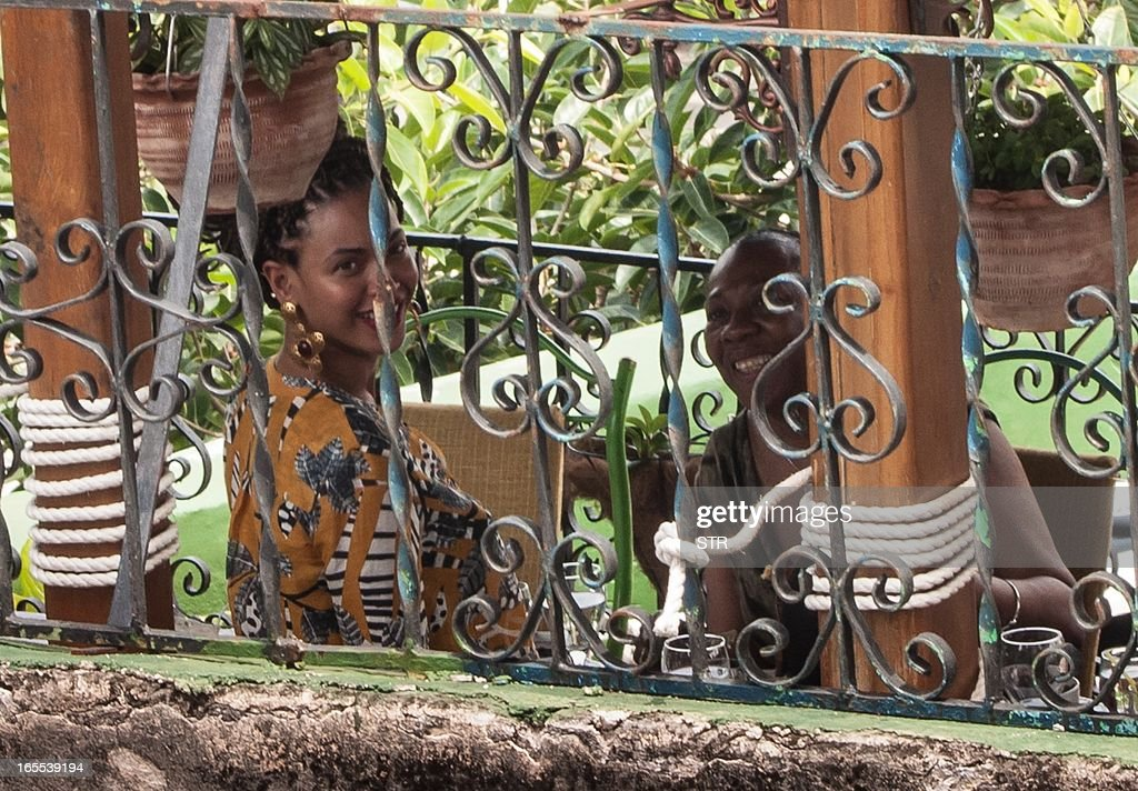 US singer Beyonce is seen in a private restaurant in Havana on April 4, 2013. AFP PHOTO/STR