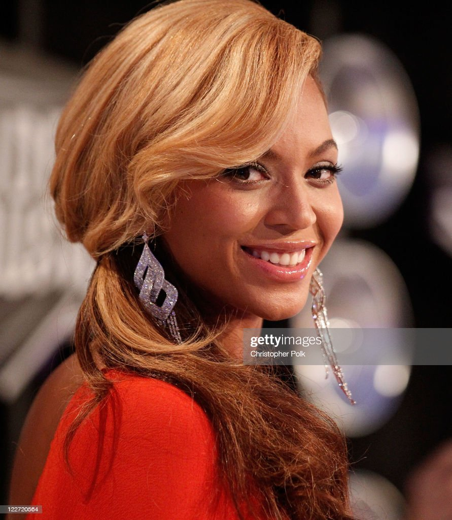 Singer <a gi-track='captionPersonalityLinkClicked' href=/galleries/search?phrase=Beyonce+Knowles&family=editorial&specificpeople=171204 ng-click='$event.stopPropagation()'>Beyonce Knowles</a> arrives at the 2011 MTV Video Music Awards at Nokia Theatre L.A. LIVE on August 28, 2011 in Los Angeles, California.